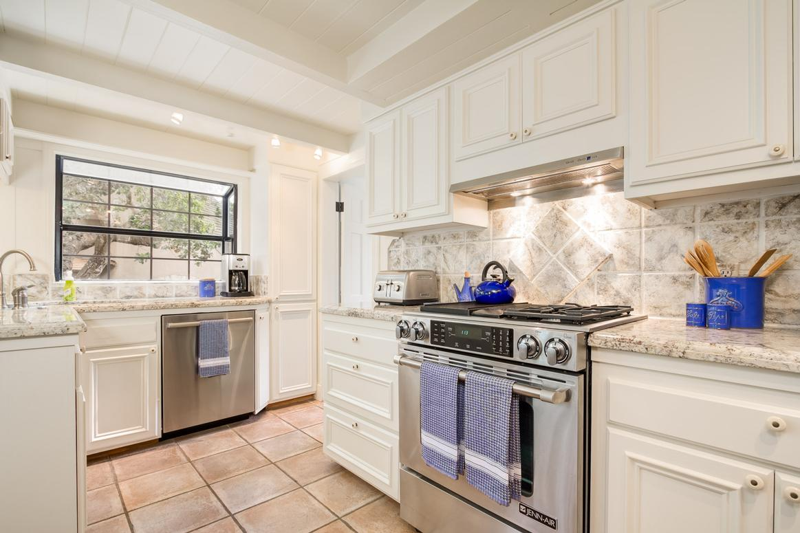 OCEAN OAKS | Carmel-by-the-Sea Vacation Home Detail - 3 Bedrooms / 2 ...
